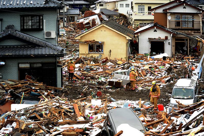 Japan tsunami deestruction