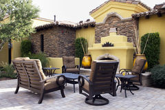 mansion-home-outdoor-plaza-patio-17847064